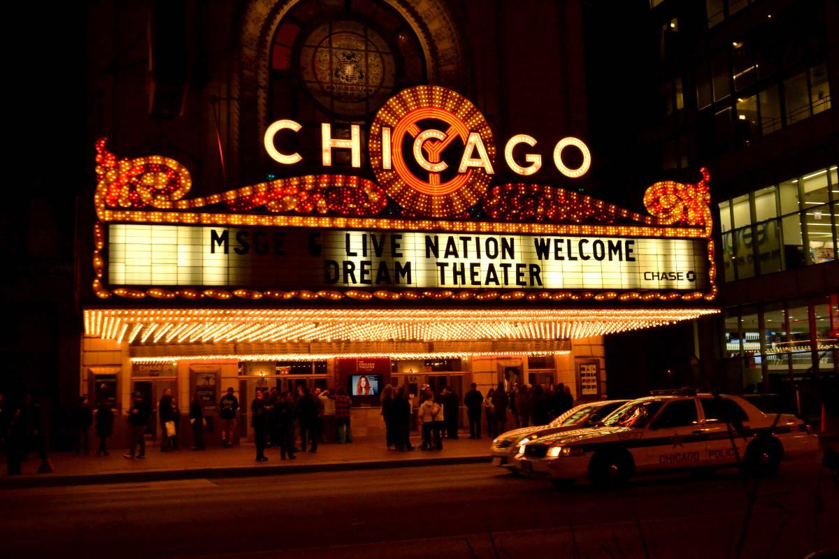 Vysvietené divadlo v Chicagu