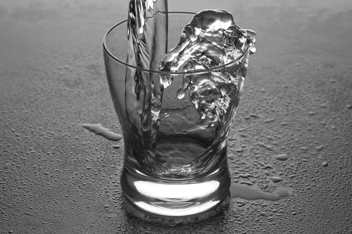 Pohár naplnený vodou