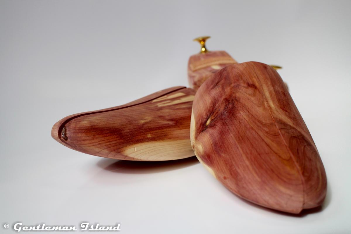 Napínače topánok z cédrového dreva