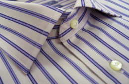 Biela košeľa s modrými pásikmi