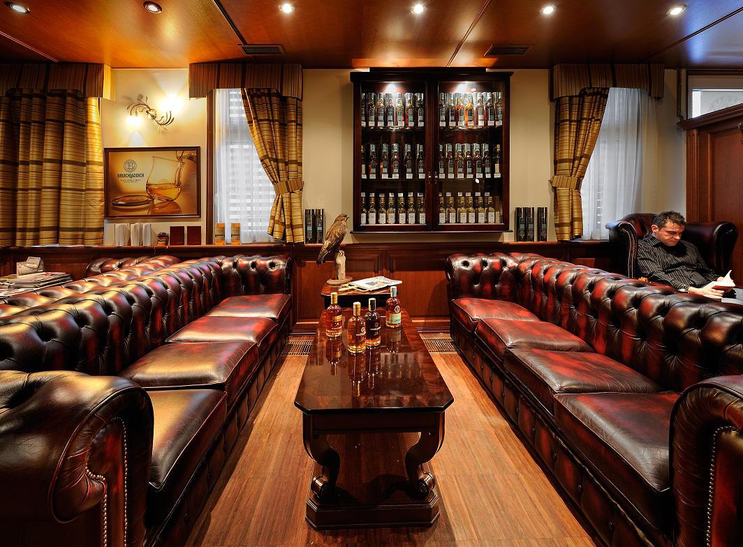 Whisky Bar 44 interiér