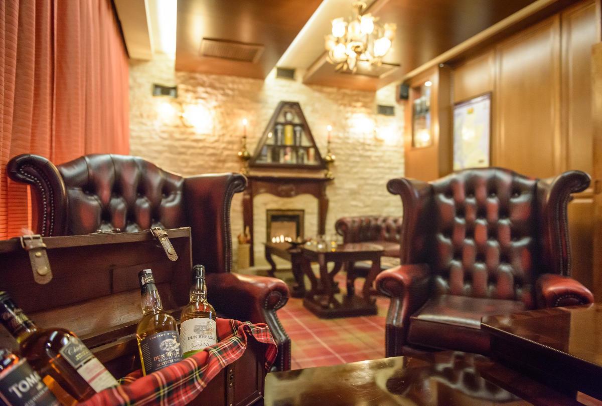 Fajčiarsky salónik vo Whisky Bare 44