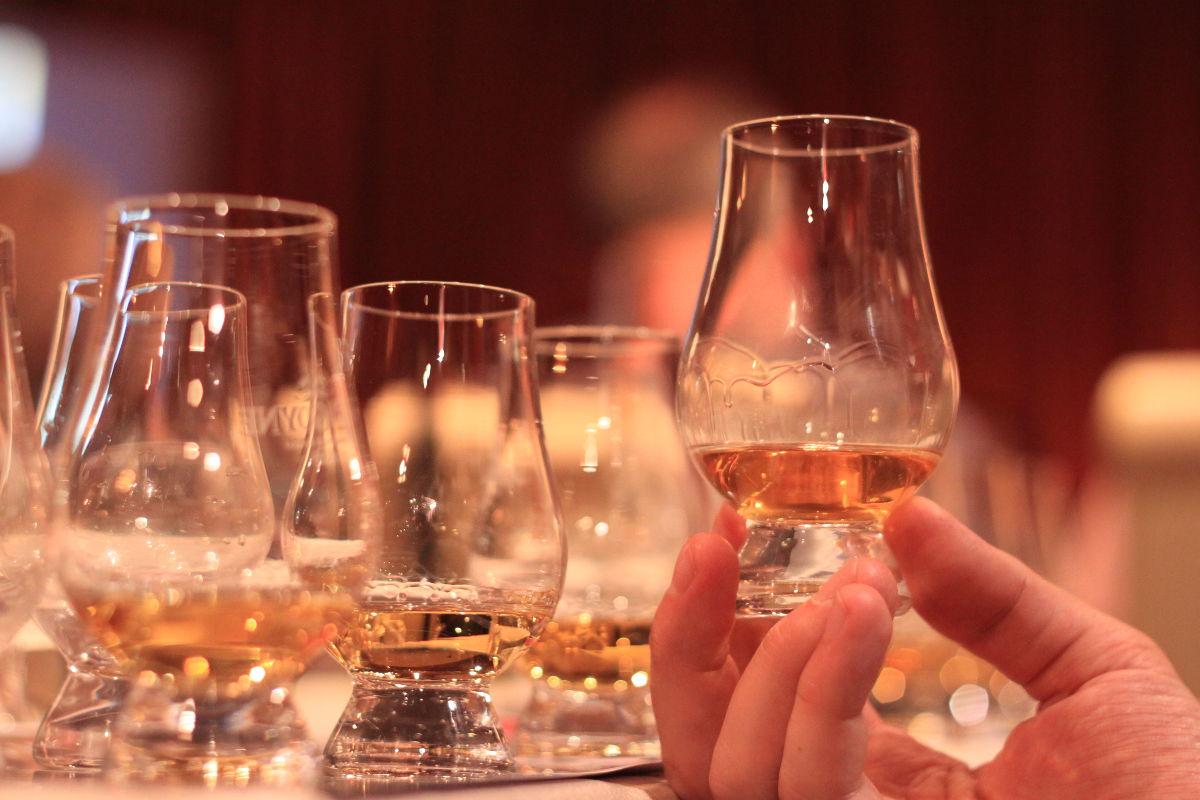 Sláinte Whisky Bar 44