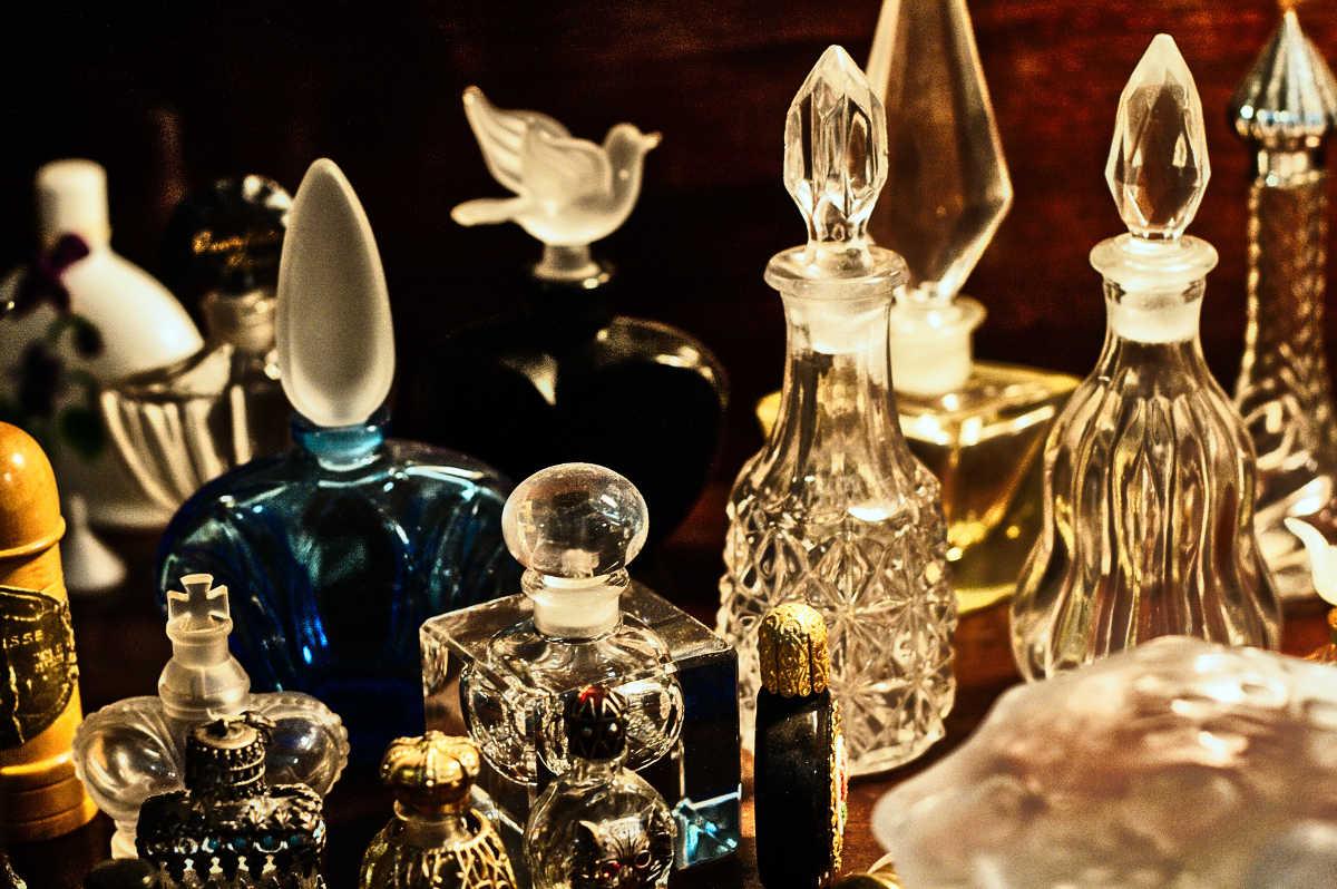 Správny gentleman by nemal nikdy zabudnúť na parfum
