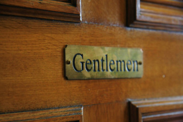 Dvere s nápisom gentlemen