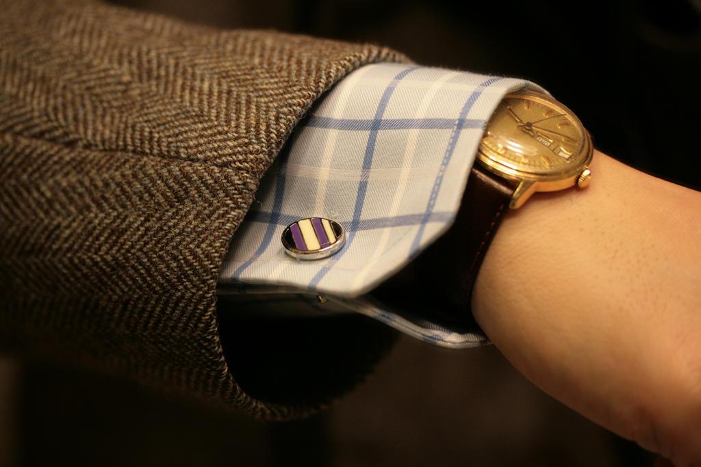 Manžetové gombíky by mali ladiť s hodinkami